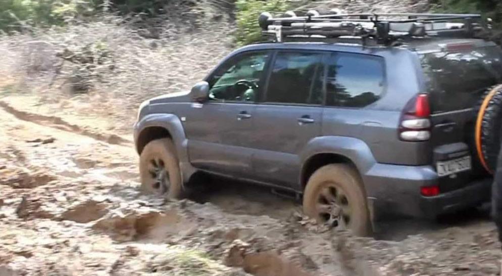 mudy-road